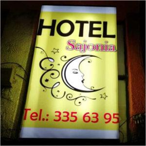 Screen Acrílicos y Publicidad aviso Hotel Sajonia
